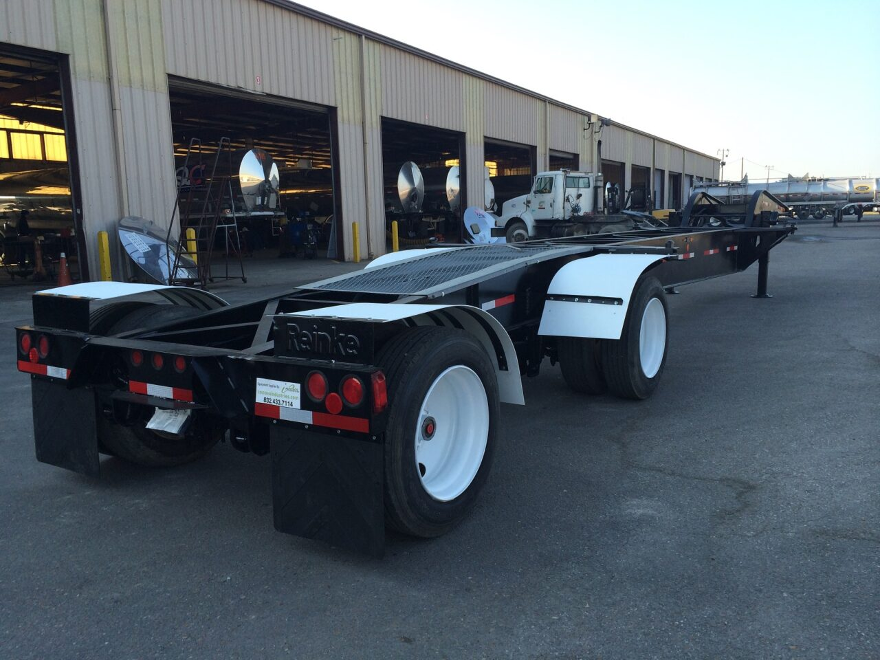 https://innovaindustries.com/wp-content/uploads/2015/02/refurbished-drop-deck-chassis-432047-1lr-1280x960.jpg